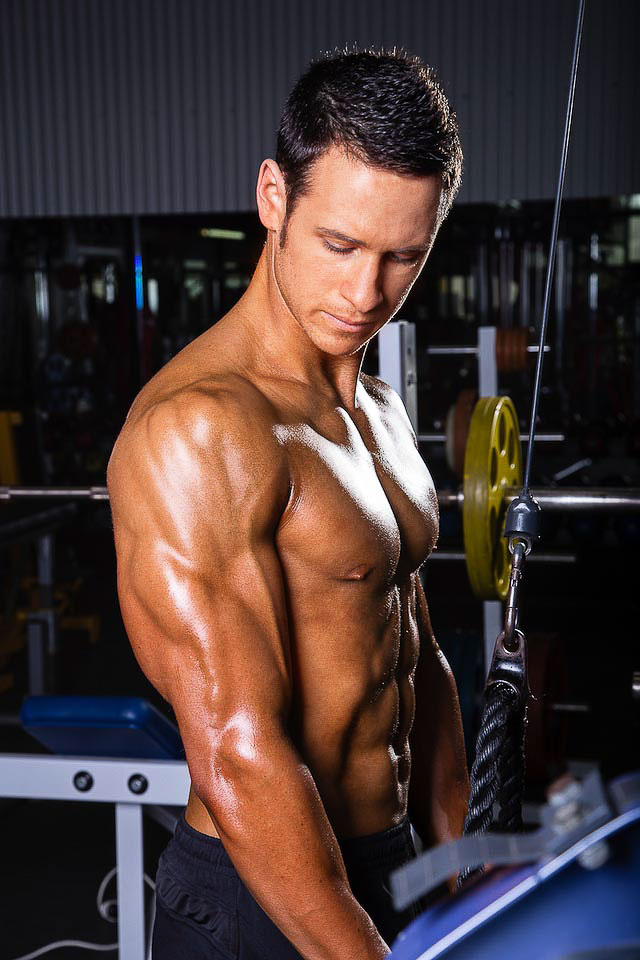Aidan Sydney's fitness model performing a tricep push down