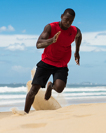 Bobby-T-running-in-hot-sand-on-Queensland-beach
