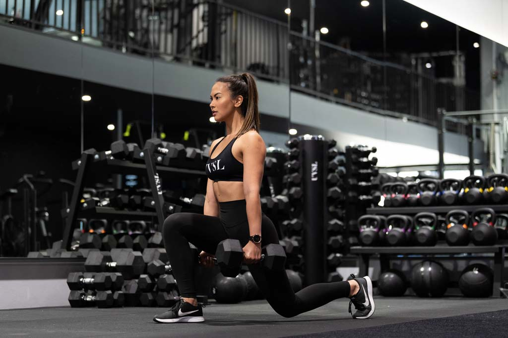 Gladysha melbounes fitness model lunging