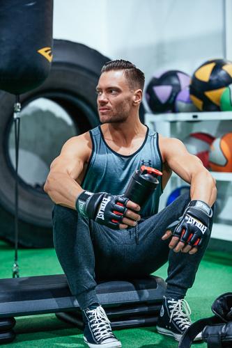 Kacper wearing Everlast MMA gloves