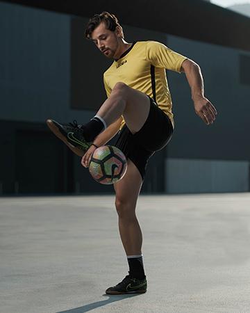 Patrick Sydney's soccer star performing soccer tricks at Sydneys convention centre