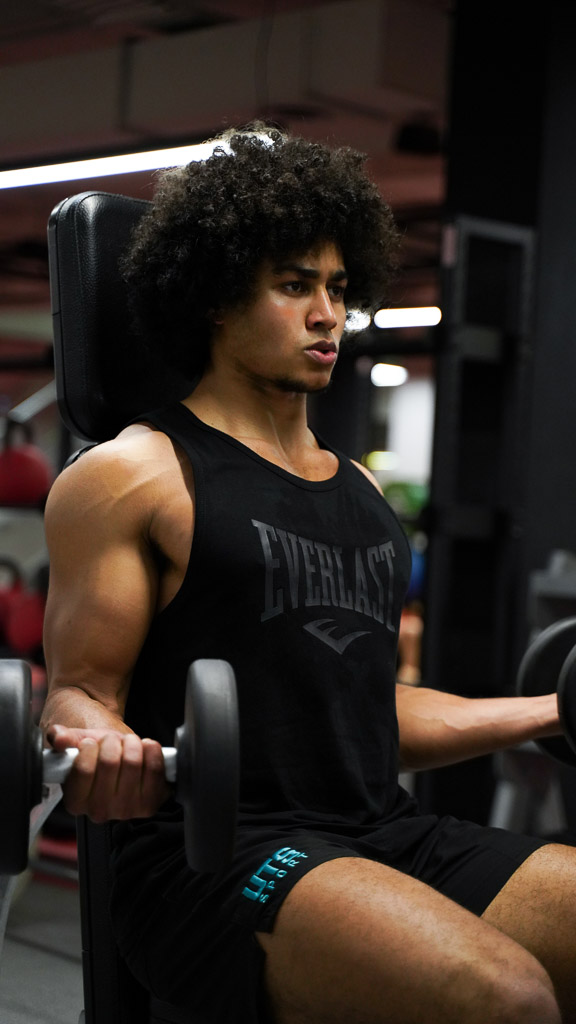Sydney mixed race fitness model wearing everlast fitness clothing in gym