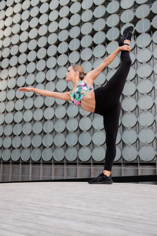 Alyson Melbourne dancer doing a strong yoga move
