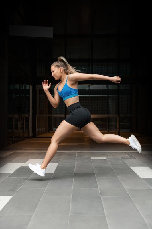 Georgie melbourne teen fitness model running through the streets urban