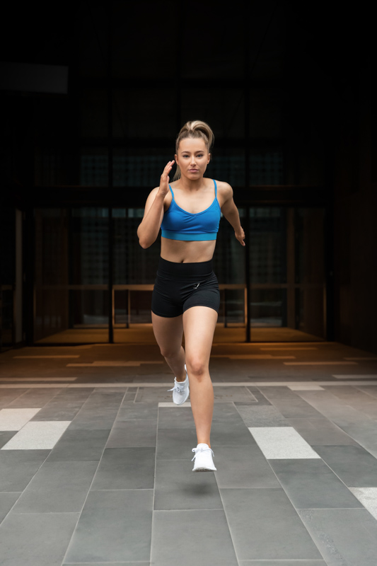 Georgie melbourne teen fitness model running toward the camera