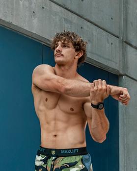 Jake NSW super ninja warrior star doing a tricep stretch 1