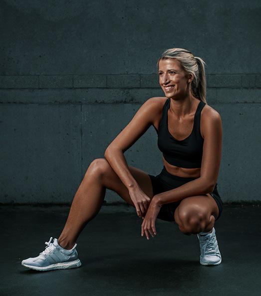 Samantha Sydney personal trainer fitness model kneeling down