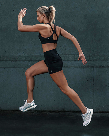 Samantha Sydney personal trainer fitness model sprinting